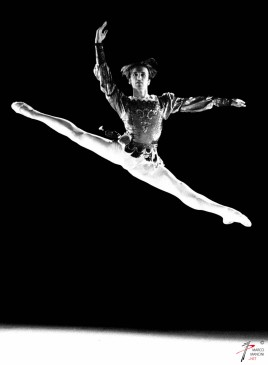 ACCADEMIA NAZIONALE DI DANZA - Concorso Internazionale di Danza' PREMIO ROMA' - Roma, 2001 - Vincitore: DRAGOS MIHALCEA (ROMANIA)In foto:D. Mihalcea foto Marco Mancini