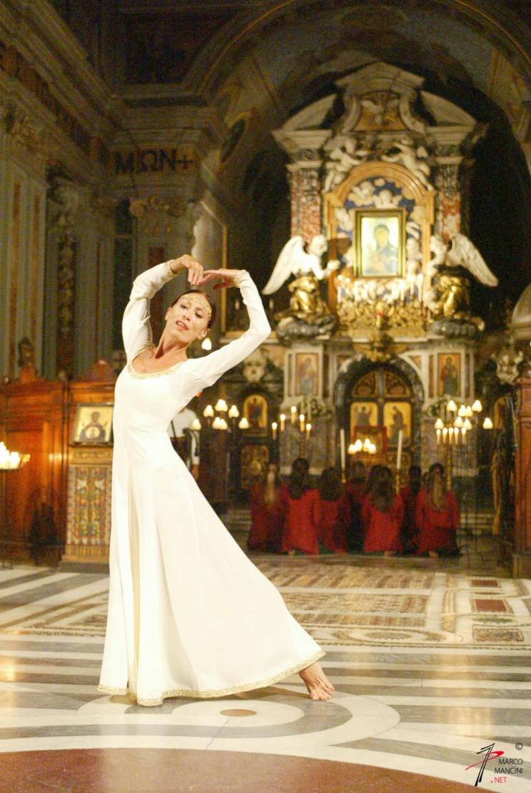 Luciana Savignano in: 'Odighitria' - STUDIO DANCE THEATRE - coreografia: Arturo Cannostrà