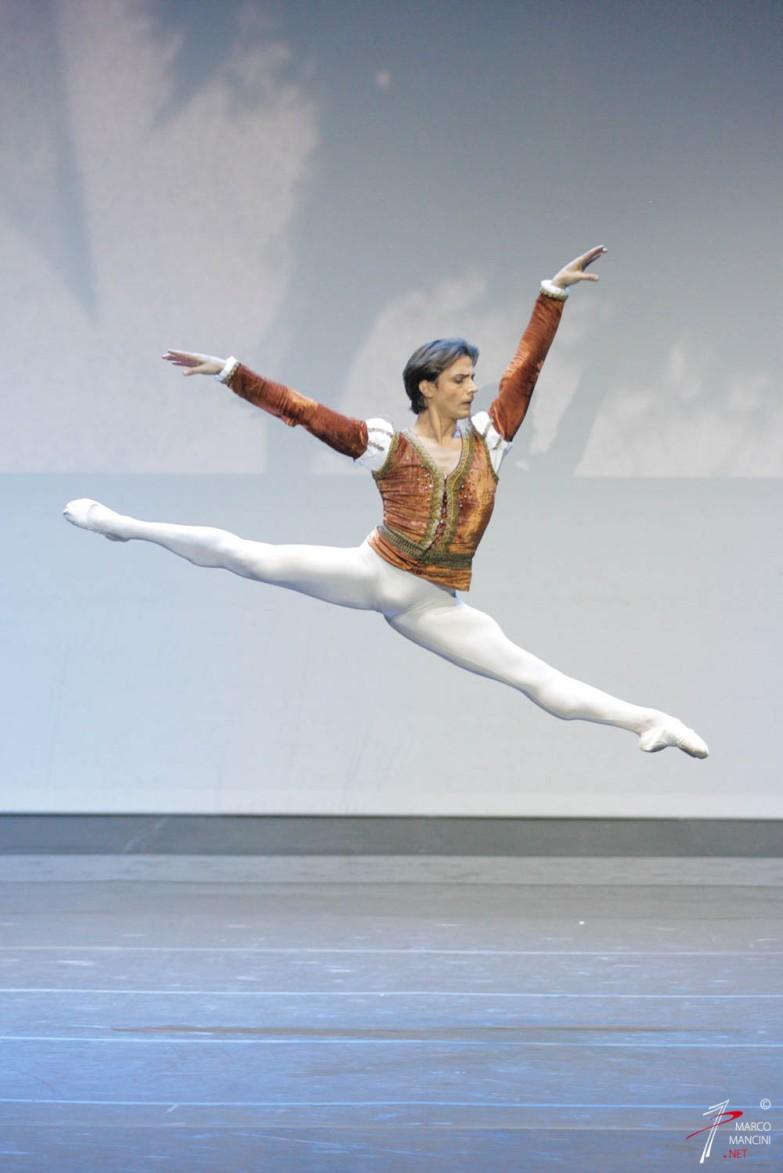 Giusette Picone (étoile internazionale) - 'Il Lago dei Cigni' - Cor. Nureyev